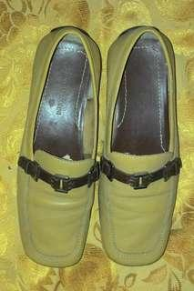 Women's moccasin shoes