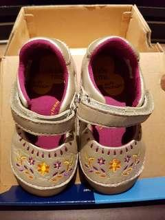 Authentic Stride rite early walker shoes size UK5/EU22