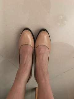 裸色高跟鞋