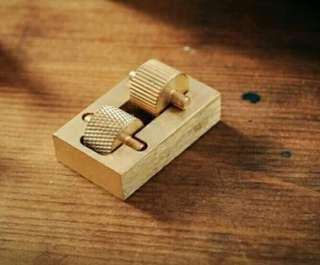 包郵 黄銅 迷你 邊油盒 邊油斗 上边邊油 工具 邊油器 雙齒輪 手工皮具 節省邊油 皮革邊緣