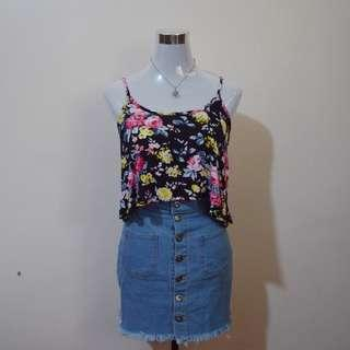 FOREVER 21 Black Floral Crop Top