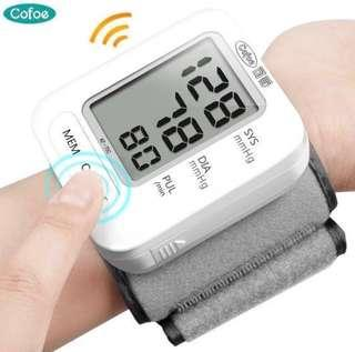 🚚 Wrist blood pressure monitor ( free warranty) with voice in English versions