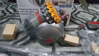 Dyson big ball cinetic vacuum New
