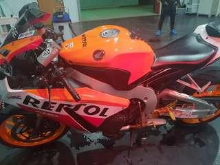 Honda cbr1000 April  2016 mileage 40000
