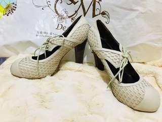 日本真皮白色高跟鞋