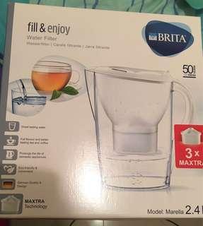 Brita濾水壺連三個濾芯 Water Filter with 3 refills