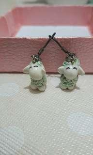 陶瓷羊仔耳環