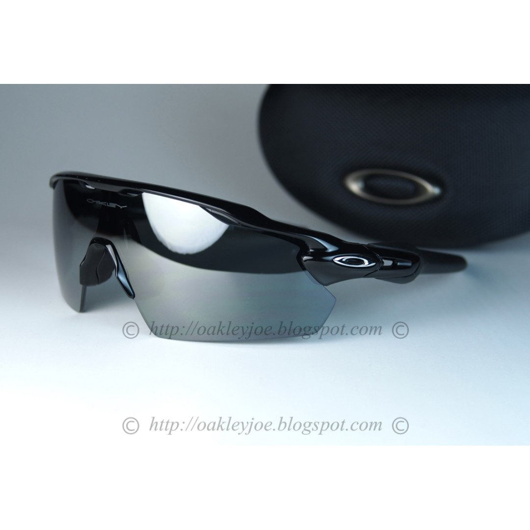 7d0ae18413 BNIB Oakley Radar EV Pitch polished black + black iridium polarized  oo9211-07 sunglass shades