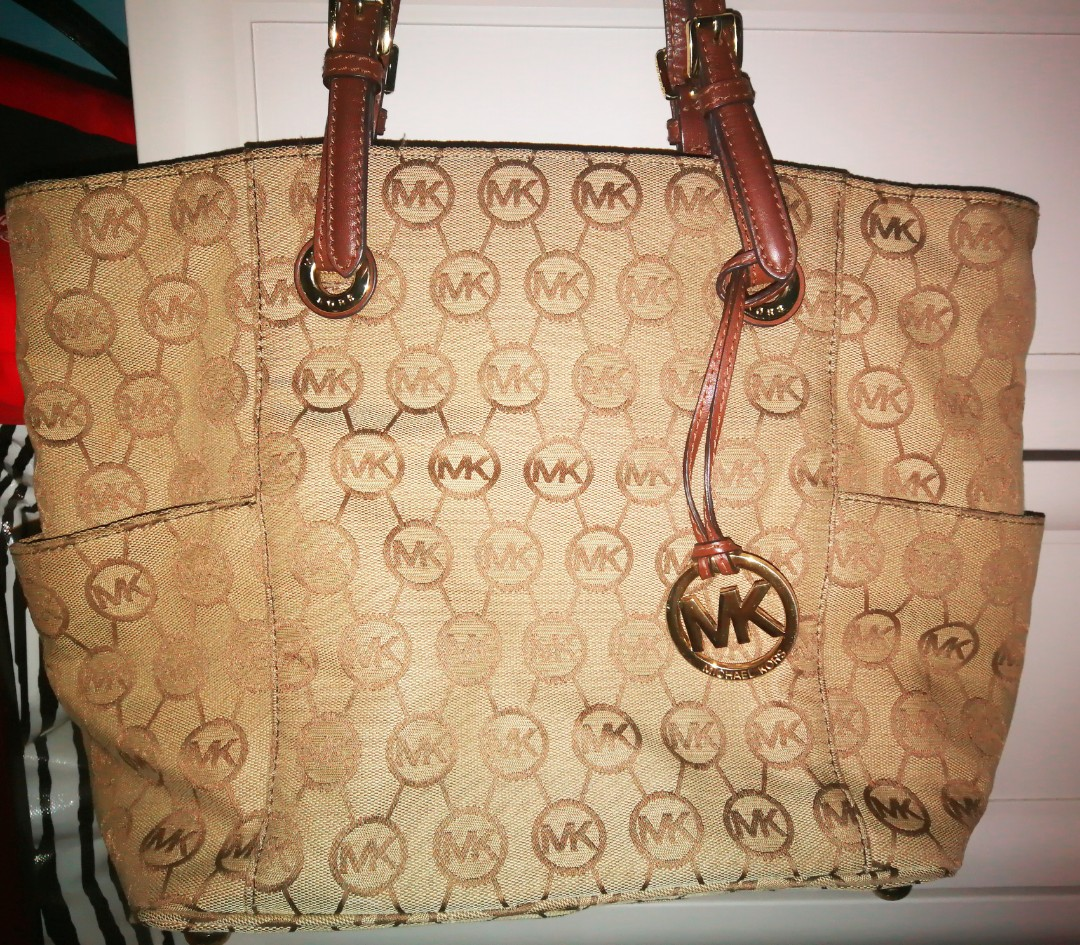 a0c1df98d137 Michael Kors bag (original), Luxury, Bags & Wallets on Carousell
