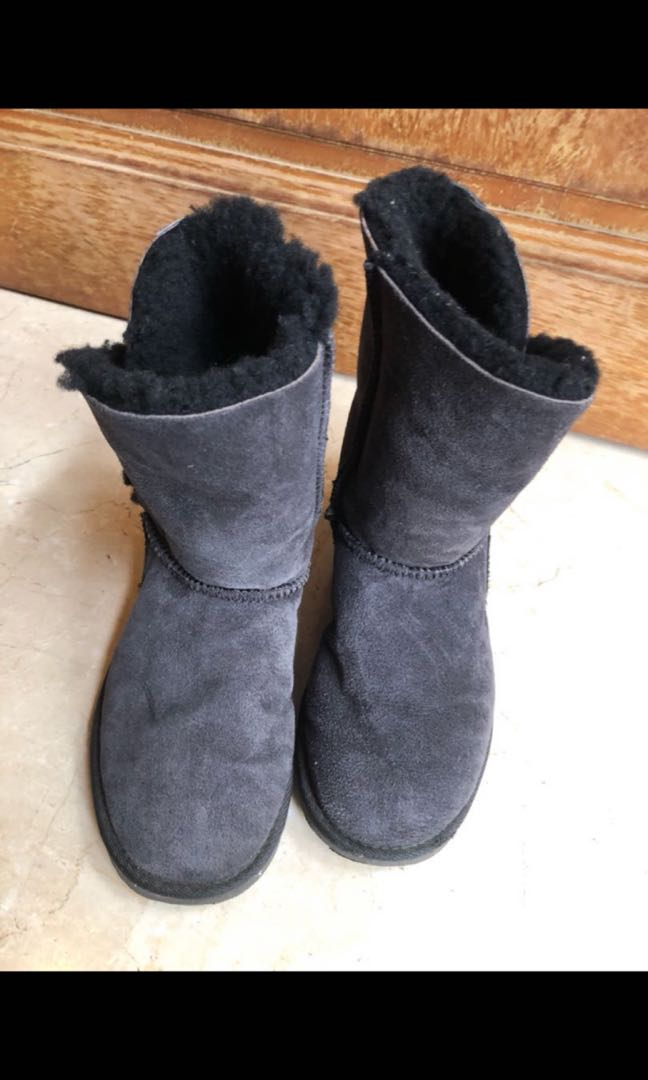 09a28d5cb6f Ugg dark grey winter boots