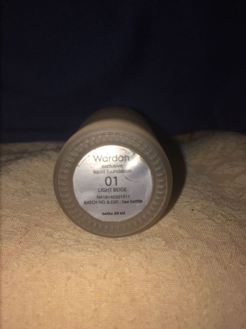 Wardah exclusive liquid foundation shade light beige 01, Health & Beauty, Makeup on Carousell