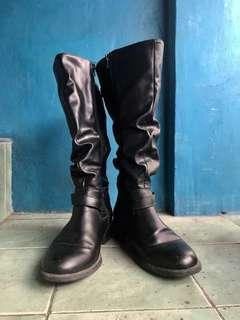 SALE!!! Tall black leather boots for OOTD. Authentic from US