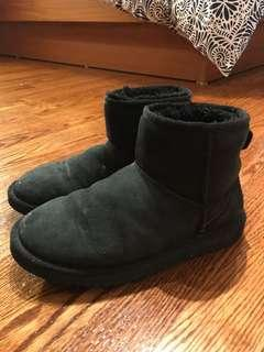 Uggs Classic Boots (size 5)