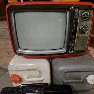 Vintage 1978 Toshiba Blackstripe Color TV Television Red Swivel Base