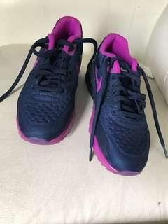 Nike Air Max UK 4.5 size