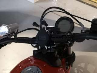 MWUPP Handphone Mount installed on Ducati Sixty2