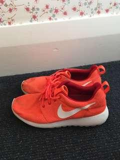 Nike Roches size 40