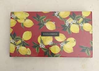 一盒Dolce & Gabbana 利是封, 6 3/4 x 3 1/2 吋。