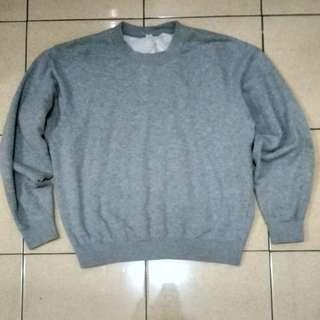Grey Uniqlo Crewneck (Sweater)