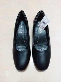 銷量過百! 又返左新貨! 黑色皮鞋 39號 24.5cm 空姐 酒店 客服 專用 low heel