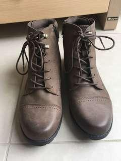 Planet Shoes Deka Brown Leather Boots 8.5