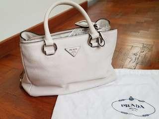 🚚 Prada Off-White Daino Tote Bag