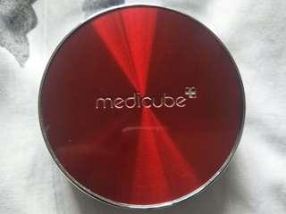 MEDICUBE RED CAPSULE CUSHION 23 WITH FREE POWDER PUFF