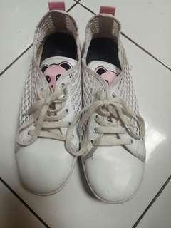 Sneakers/sepatu kets putih