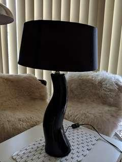 BLACK TABLE/SIDE LAMP