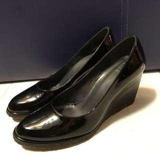 👠Stuart Weitzman黑色漆皮高跟鞋