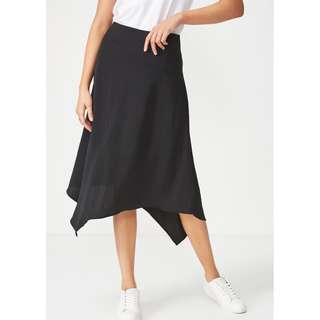 🍯 Black Asymmetric Hem Midi Skirt