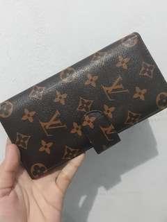 Buy 2 get 1 Dompet Panjang LV