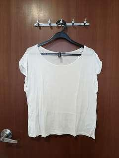 🚚 #SpringCleanAndCarouSell50 H&M basic White Flutter Crop blouse Top
