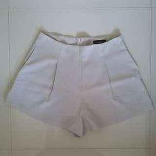 🚚 #Next30 YHF tailored flare shorts in white size L