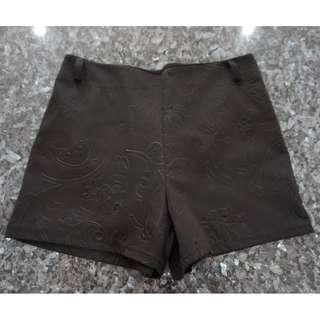 🚚 Preloved Black Semi-soft Material With Embedded Print Shorts