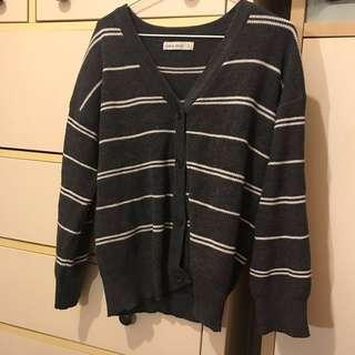🚚 Queenshop灰白條紋針織外套