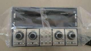 Clarion 2din CD player with remote