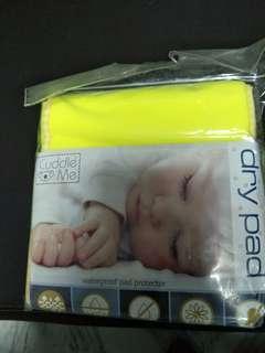 Cuddle me dry pad waterproof pad protector cot crib bedsheet