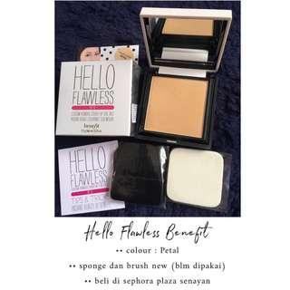 Hello Flawless compact powder   Petal   Benefit