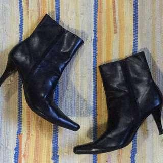 Predictions by Payless Black Pointed Boots (Size 7.5)