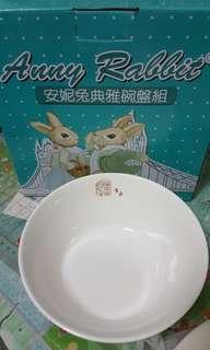 🚚 安妮兔白碗盤組