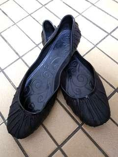 🚚 Brand New Black Jelly/ Rubber Women's Shoes (Size 37)