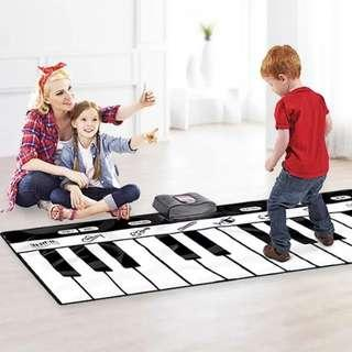 Po: step and play piano