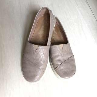 Toms leather slip ons