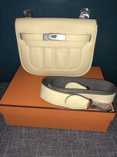 Unused / Hermes berline mini  Jaune Swift leather  Stamp R
