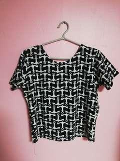 Printed black and white Crop top