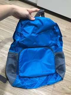 Tas ransel bahan parasut tipis warna biru. Bisa dilipat diperkecil jd tas kecil midah disimpan. Cocok untuk traveling