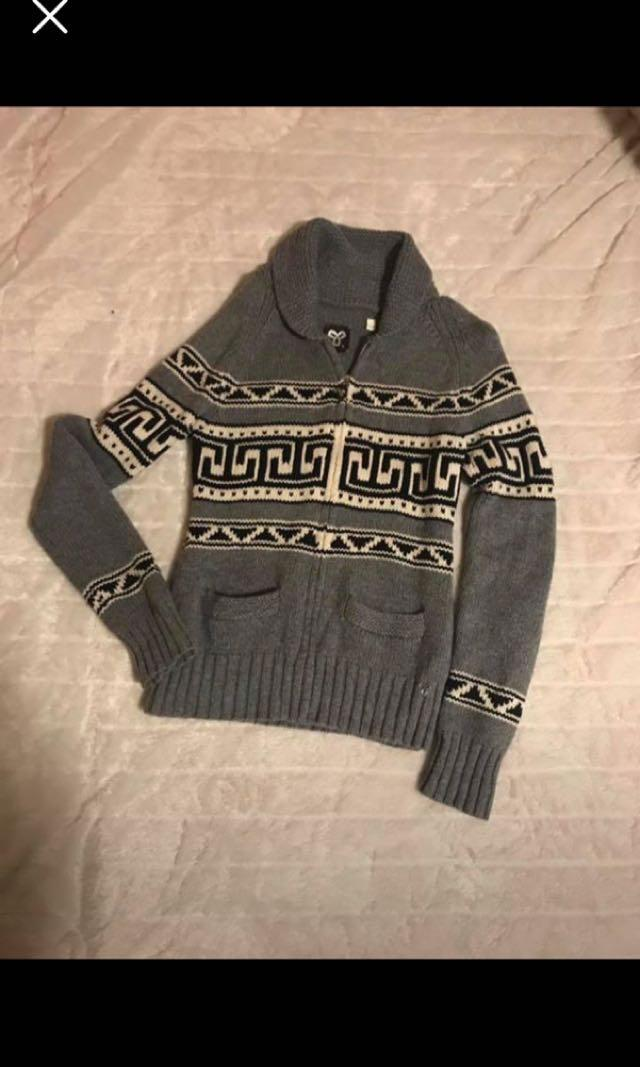 Aritzia sweater knitted grey size Large