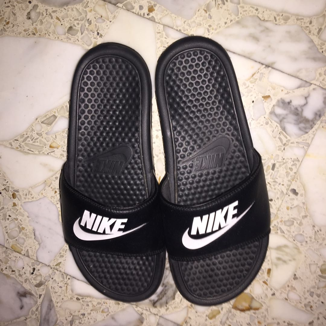 los angeles 0c15b 68b91 Authentic Nike Benassi Slides, Men s Fashion, Footwear, Slippers   Sandals  on Carousell