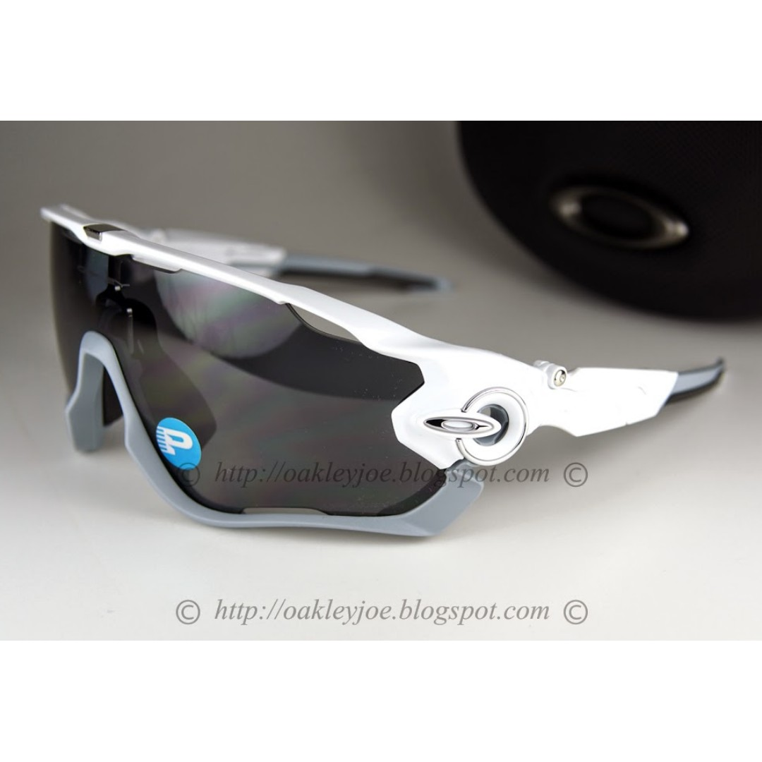 795cca5715 BNIB Oakley Jawbreaker polished white + grey polarized oo9290-06 ...
